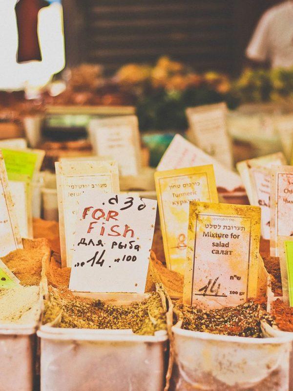food-at-the-tel-aviv-market_t20_8B8GBZ